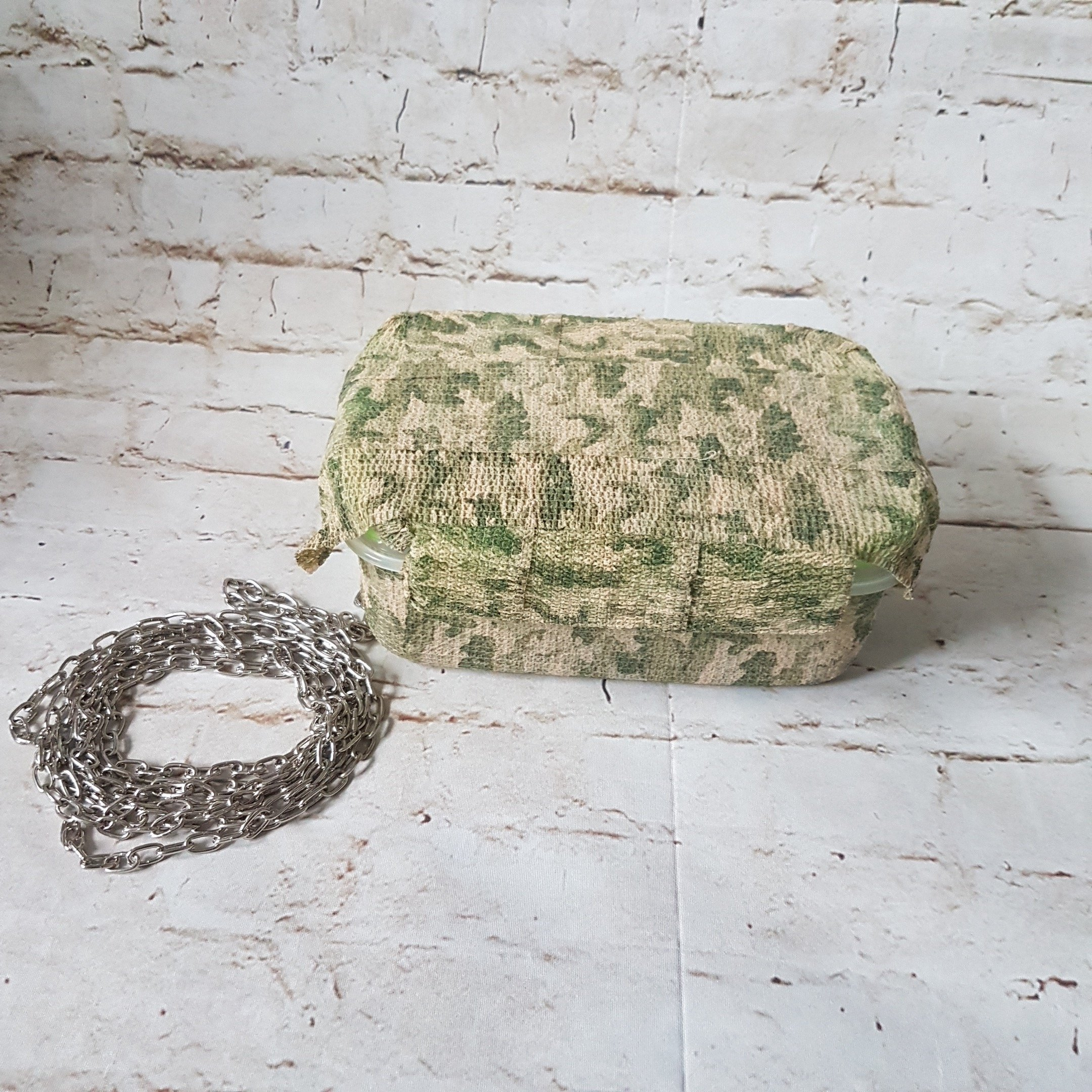 #Geocache container #camouflaged with a #chain - itstartswithacoffee.com #geocaching #DIY
