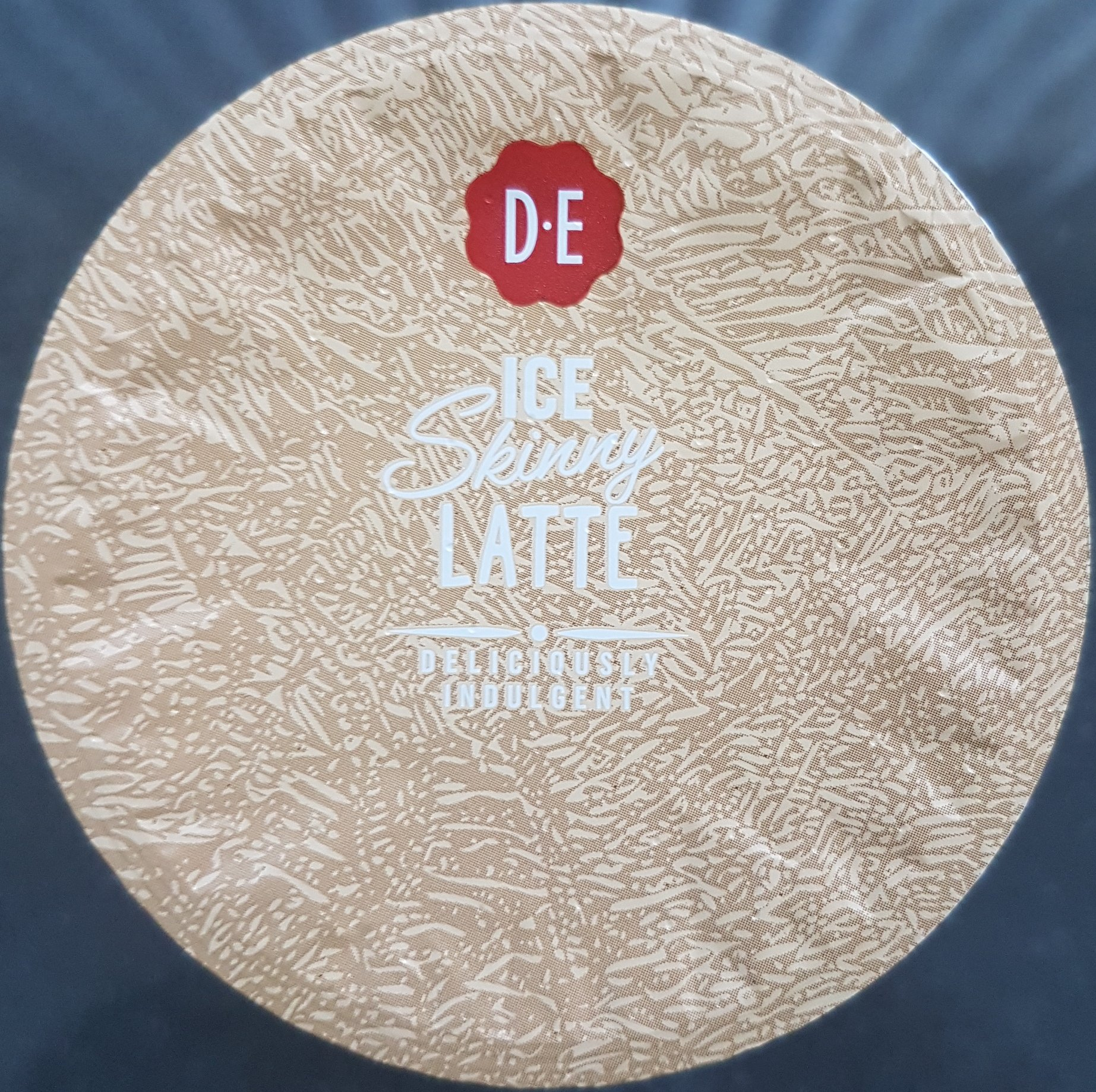 Douwe Egberts - Ice Skinny #Latte top - itstartswithacoffee.com #coffee #coldcoffee #icecoffee