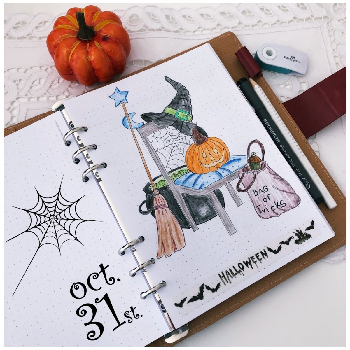 Bullet journal - Halloween - itstartswithacoffee.com #bulletjournal #bujo #halloween