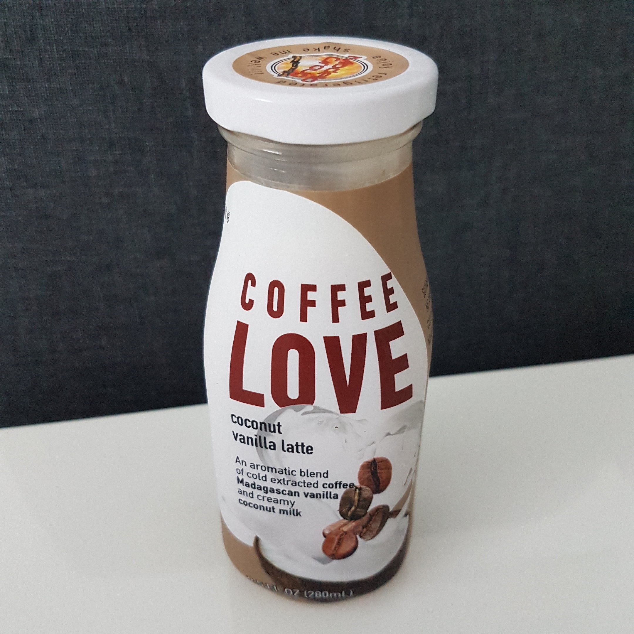 COFFEE LOVE - coconut vanilla latte - itstartswithacoffee.com #coffee #coffeelove #latte
