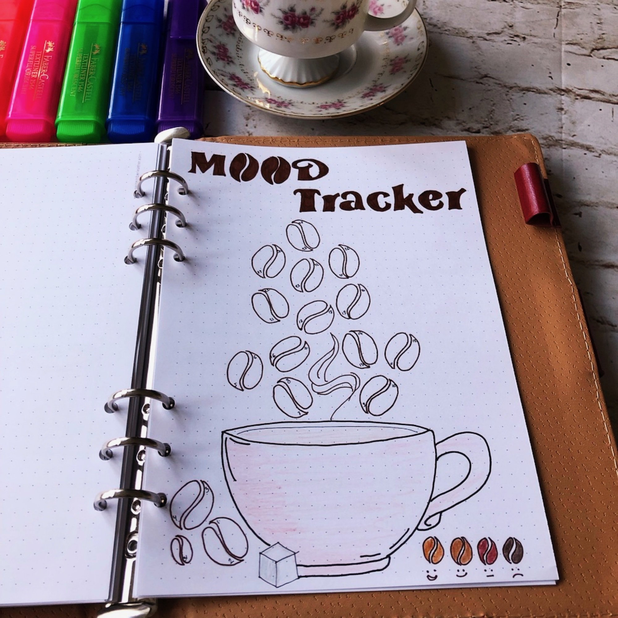 Creative journaling March 2019 - mood tracker - itstartswithacoffee.com #creativejournaling #March #planner #planning #moodtracker #tracker