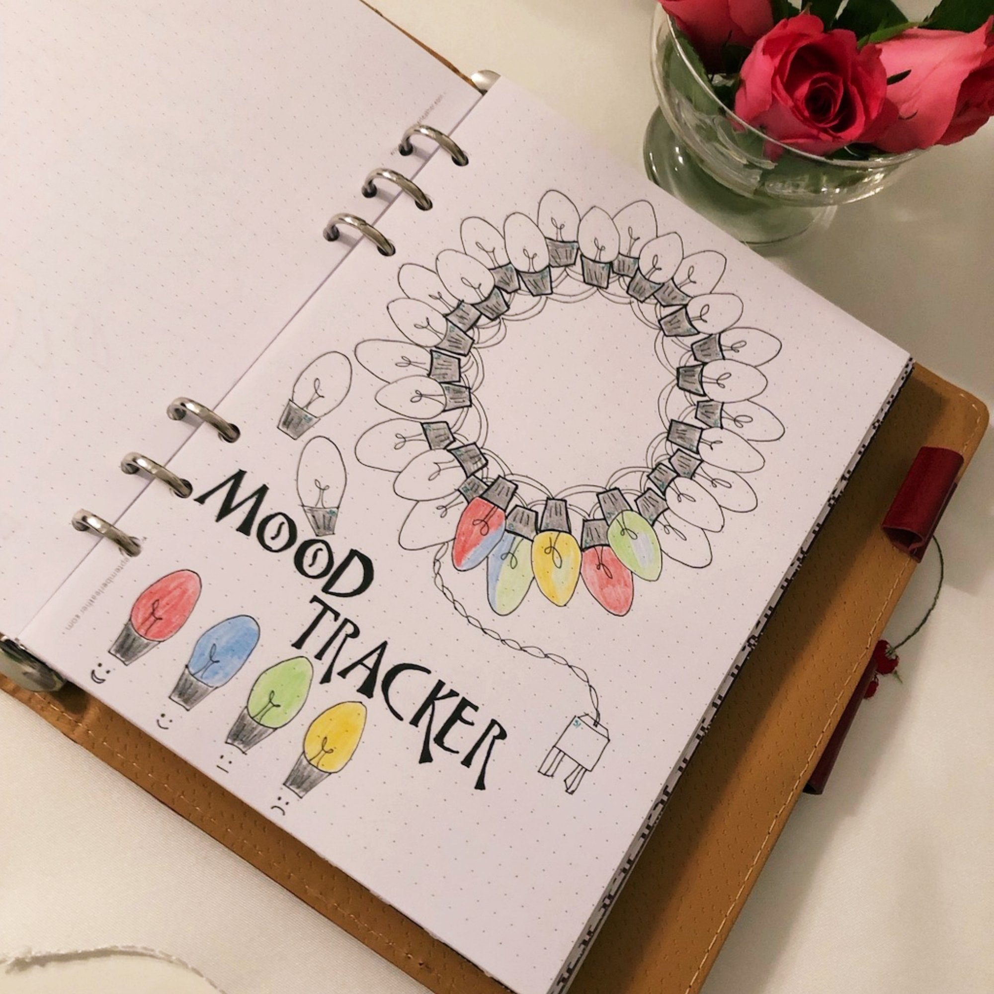 Mood tracker - Christmas tree lights - itstartswithacoffee.com #moodtracker #tracker #journaling #planning #creativejournal #creativejournaling