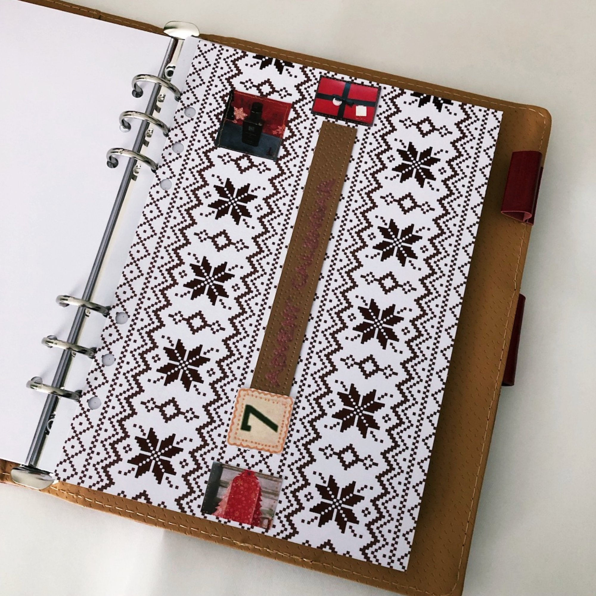 Creative journaling - December daily memories Day 7 - itstartswithacoffee.com #creativejournaling #journaling #daily