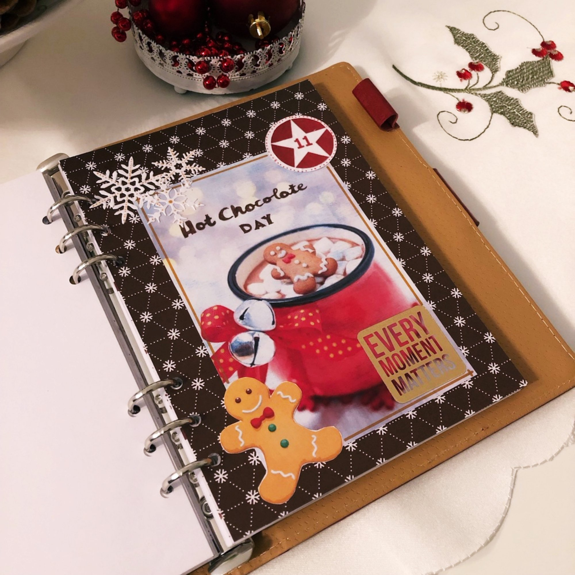 Creative journaling - December daily memories Day 11 - itstartswithacoffee.com #creativejournaling #journaling #daily