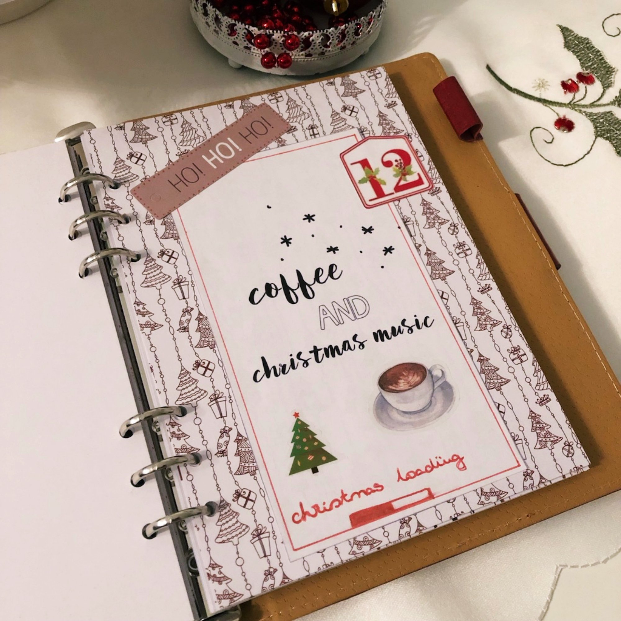 Creative journaling - December daily memories Day 12 - itstartswithacoffee.com #creativejournaling #journaling #daily