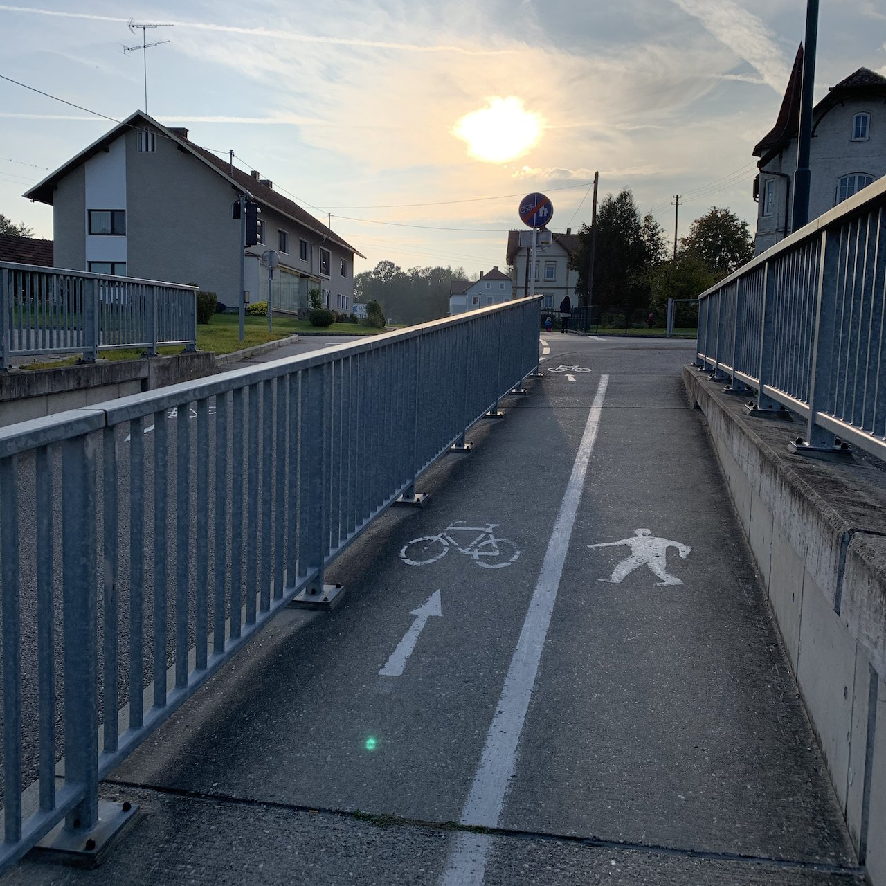 Geocache under the rail lines - The sun on its way down -itstartswithacoffee.com  #geocache #geocaching  #geocachingAustria #geocachingAT #sun #sunset